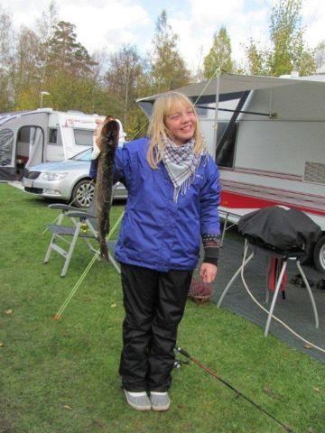 2 Laura med gedde p 60 cm